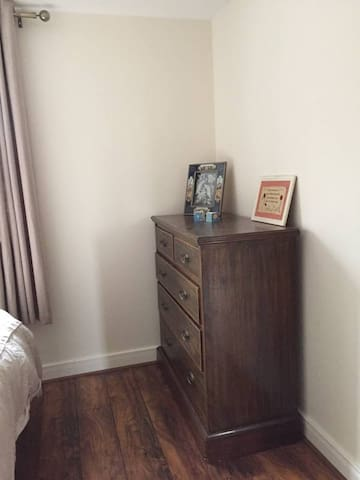 Comfortable double bedroom in a new build - Huntingdon