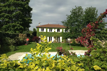 Loue 7 chambres dans maison familiale, proche Lyon - Tassin-la-Demi-Lune