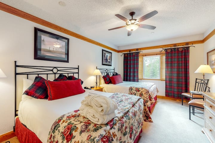 Charming ski-in/ski-out condo w/ valley views & shared hot tubs and pool access!