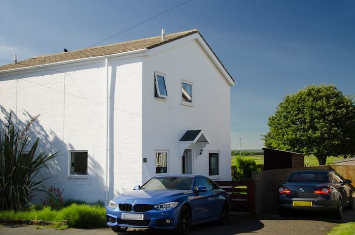 Beadnell Cottage 2 Bed with an enclosed garden