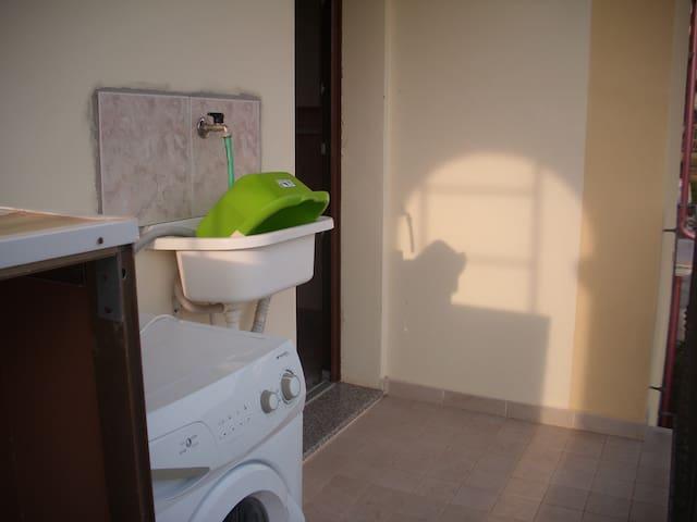 lavatrice e lavello balcone  nord