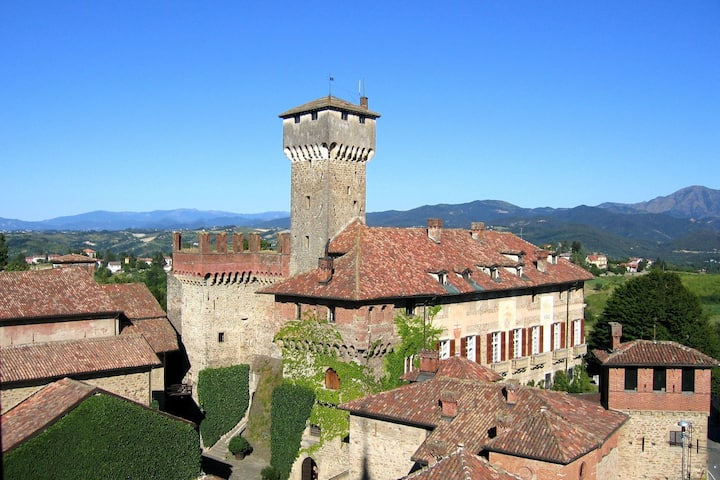 Beautiful Castle in Tagliolo Monferrato with Barbecue