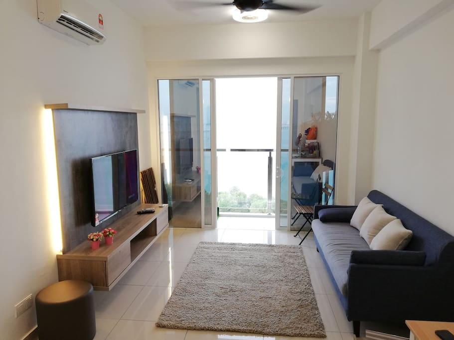 Living room and balcony with seaview and Penang bridge view.