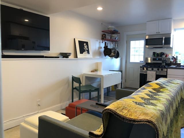 Modern and comfortable remodeled in-law in Sunset.