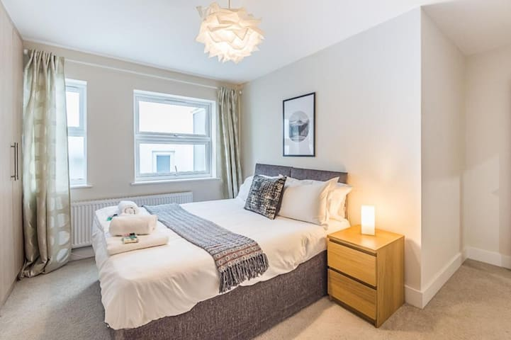 Luxurious, Modern, One Bedroom Apartment, Redhill