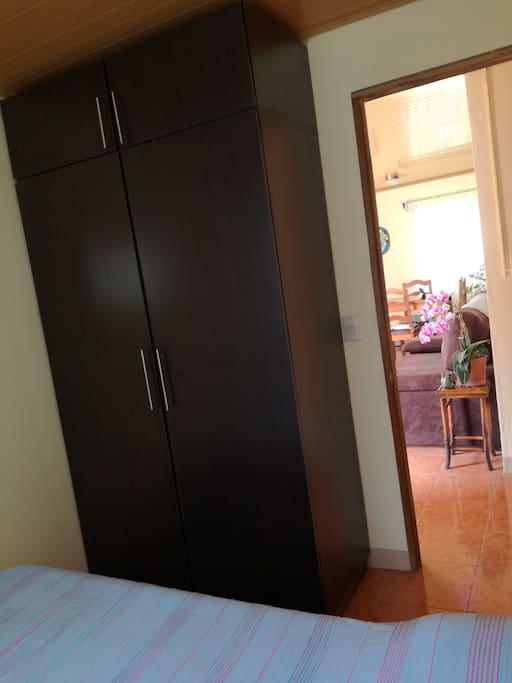 Closet disponible en el dormitorio