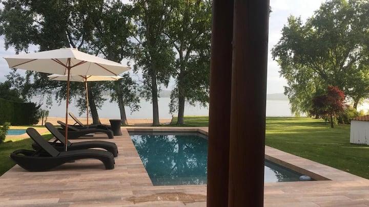 Amplia casa a orillas del Lago Rapel, Santa Inés