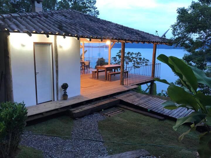 Casa acolhedora c/ uma esplêndida vista para o mar