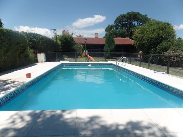Casa con Pileta en Villa Carlos Paz - Villa Carlos Paz - Dom