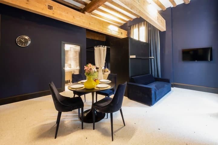 Blue Saphire Monolocale Design