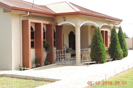 3 Bedroom/3 bath, Family/Business Getaway Home - Tema