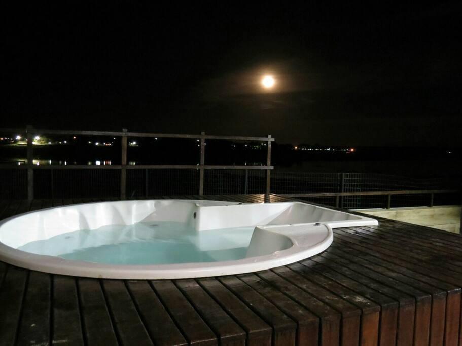 casa no lago de furnas piscina jacuzzi jet ski h uschen zur miete in formiga minas gerais. Black Bedroom Furniture Sets. Home Design Ideas