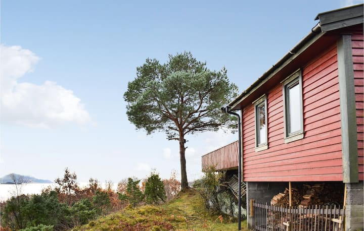 Nice home in Stord with WiFi and 3 Bedrooms