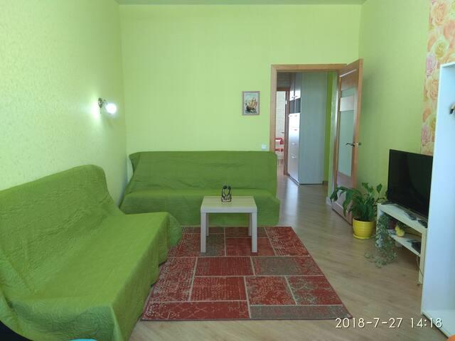 В городе два раскладных дивана Икеа и 2кровати 90*200 . Новые матрасы