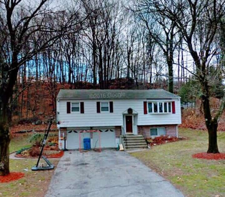 Relaxing and Friendly Trumbull Home