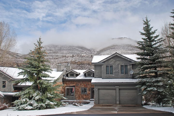 Greenhill Court ~ Spacious 4 bedroom home in Cascade Village.