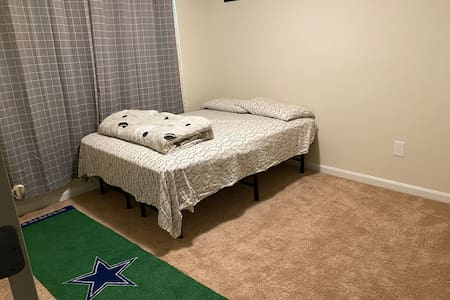 Private room and bathroom minutes from DC *CLEAN*