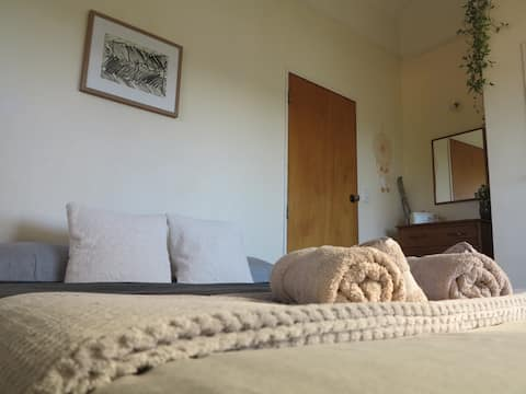 The Nest, cosy room with Seaview.
