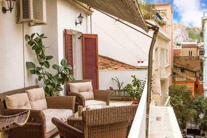Elegant Apt+Balcony&OpenAir JACUZZI &AcropolisView