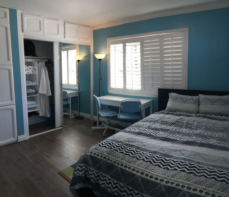 Master bedroom in nautical design to bring you a peaceful feeling
