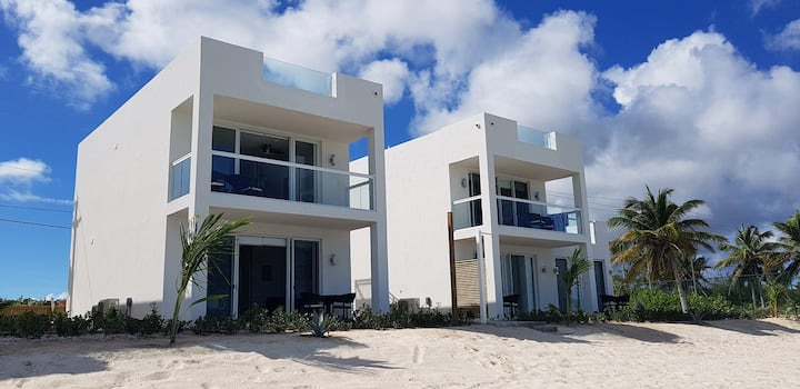V 8-B Beach Front 1-Bedroom w/ Plunge Pool