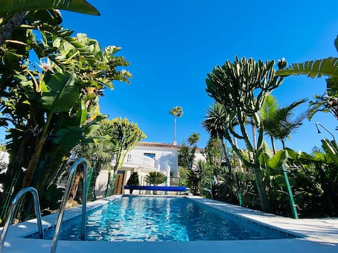 Studio 150m TO THE BEACH, BBQ and seawater pool