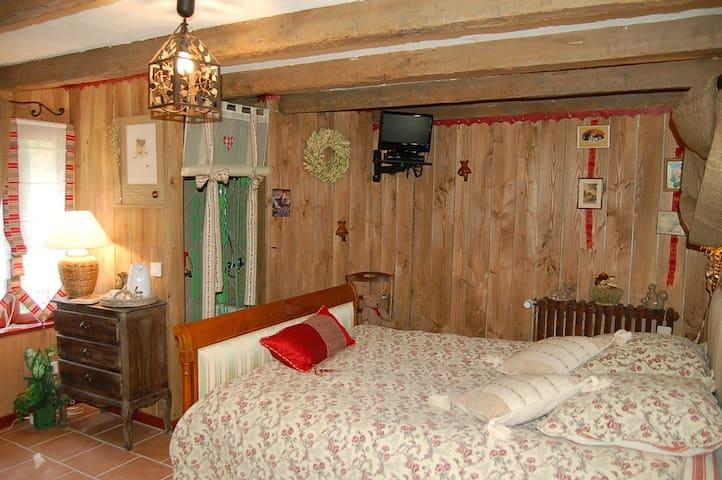 chambre  handi-hôte - Saint-Sernin-du-Bois - Bed & Breakfast