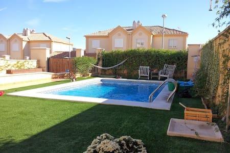 Habitación con piscina a 5km centro - Кордоба