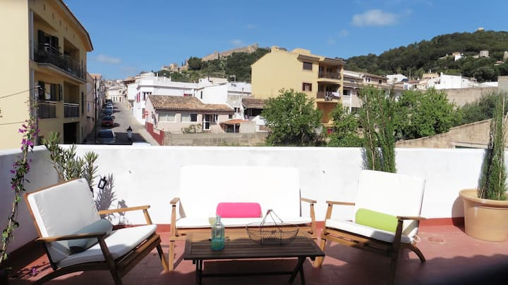 "Charming Penthouse ""Atic 55"" with Mountain Views, Terrace, Balcony & Wi-Fi; Street Parking Available, Pets Allowed"