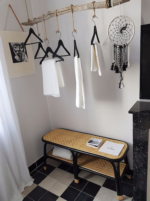 la chambre d 39 h tes chez georges guest houses louer aigues mortes occitanie france. Black Bedroom Furniture Sets. Home Design Ideas