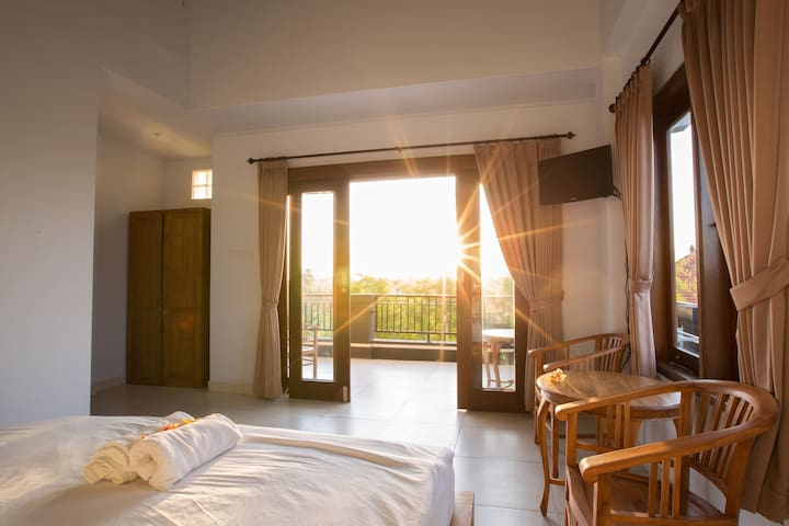 Private Room with balcony Canggu,AC,WIFI,hot water