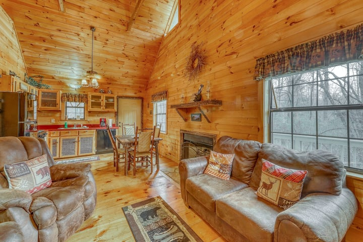 Creekside Cabin w/Free WiFi, Private Hot Tub, Gas Fireplace, and Loft Area