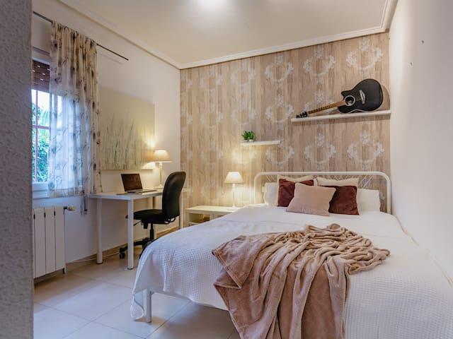 Bedroom #3 w/workspace