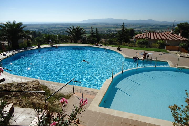 Pleasing Holiday Home in La Torre Vella with Swimming Pool