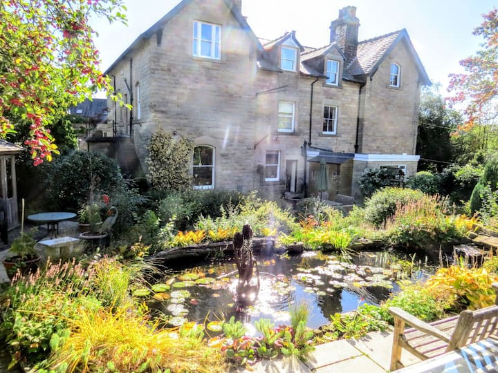 Exquisite 2 bed apt in central Buxton with parking