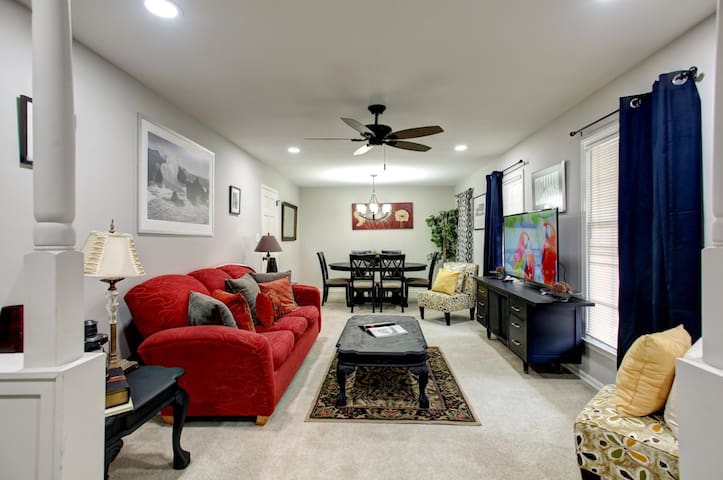 Sleeps 14! 6Beds!  Bring ENTIRE Family! King Beds!