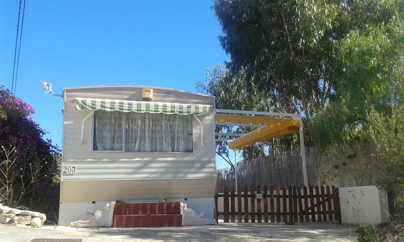 Static caravan on quiet, well situated site