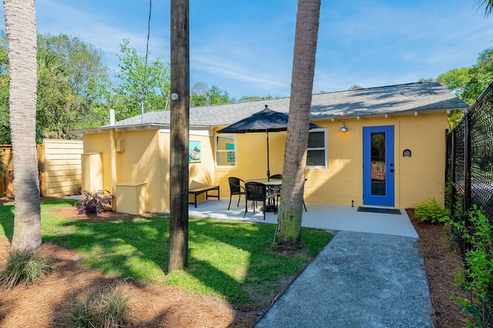 NEW LISTING Laid Back Casual Beach Bungalow