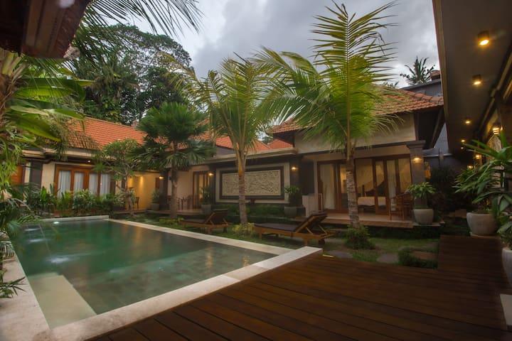 Kalya  Villa with private kitchen+garden+pool