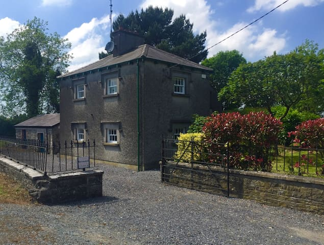 Quaint Country lodge near Kells