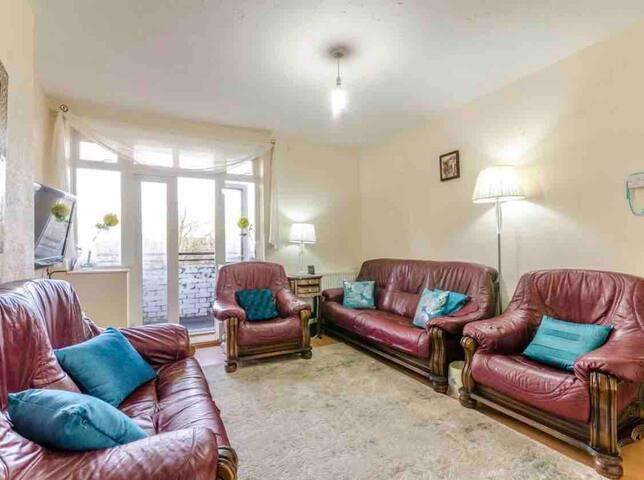Canonbury flat with balcony