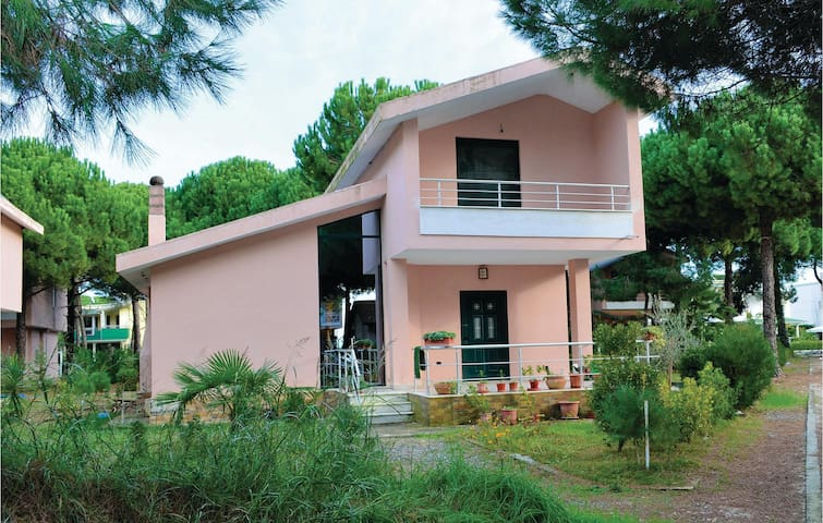 Holiday cottage with 2 bedrooms on 102 m²