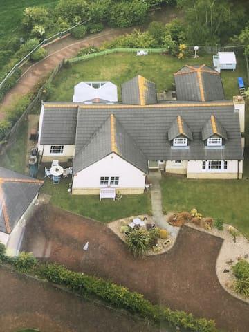 Corner Cottage, Newtongrange - Newtongrange - House