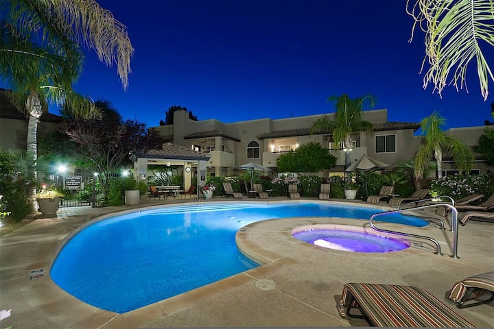 *SANITIZED* Something Borrowed SPECIAL OFFER 3 BR Condo/ COM Pool/Jacuzzi/Tennis