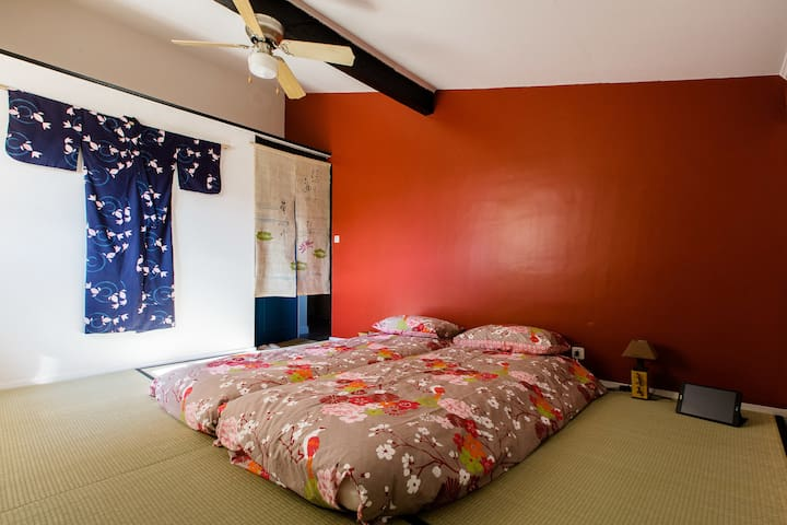 Shared Japanese bedroom 2/3 pers (Breakfast incl)