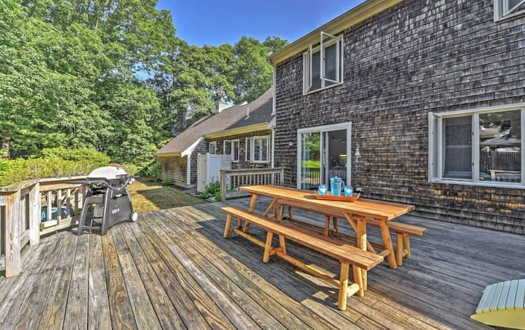Charming 4BR North Falmouth House w/Fireplace - Falmouth - Casa