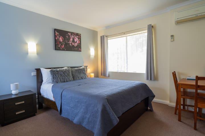 Executive Queen Room - Castle Motel