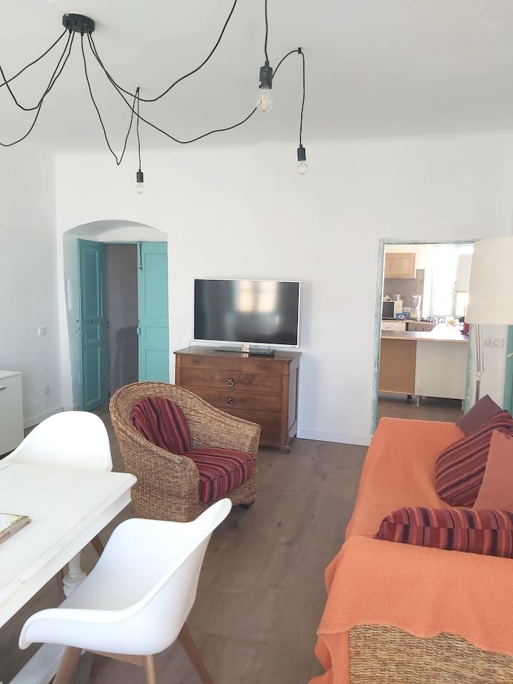 Apartment with 2 bedrooms in Algajola, with furnished terrace - 300 m from the beach