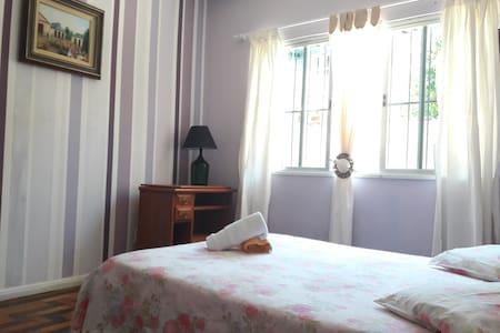 Hospedagem Casa Mar (Quarto 1 + banheiro social) - Arraial do Cabo