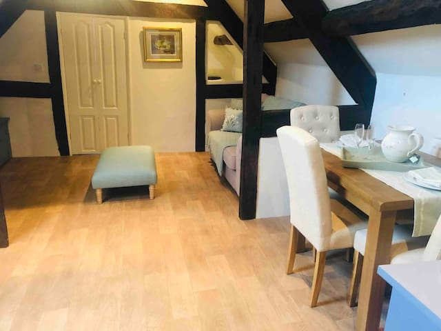 Private Annexe Wye Valley location-dog friendly.
